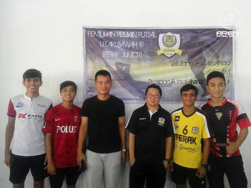 Para pemain Perak Futsal turut hadir bagi memberikan semangat kepada para pemain yang bersaing bagi merebut tempat.
